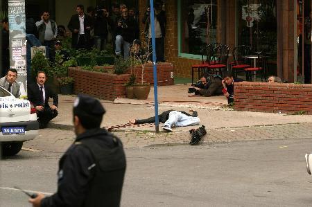 Bostancıda silahlı çatışma, 2 ölü !