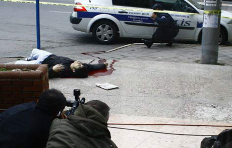 Kameralar önünde öldü !