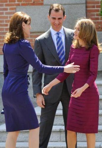 Carla Kraliçe'yi neden öptü ?