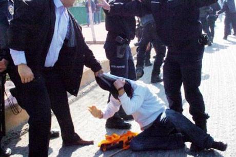 İzmitte işçilere polis engeli