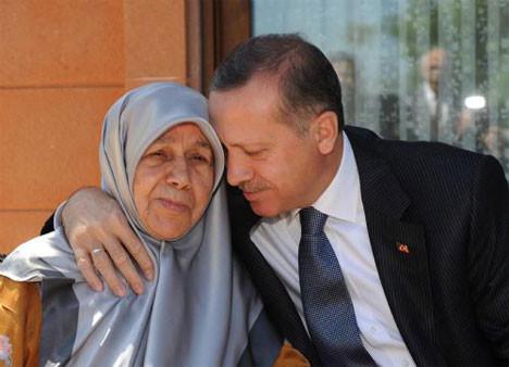 Başbakan Erdoğan annesi ile
