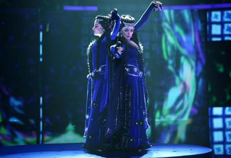 Eurovisionda dekolte yarışı !