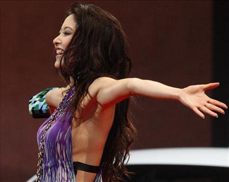 Güzellik yarışmasında kucak dansı !
