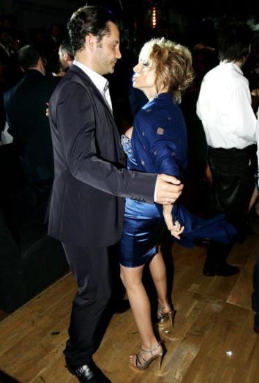 Berlusconinin kızı fena dağıttı