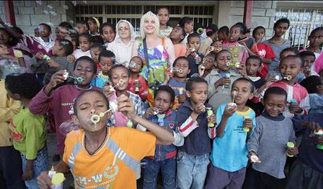 Afrikalı çocukların meleği