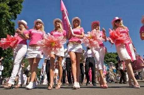 Sarışınlar Birliği yürüyüş yaptı