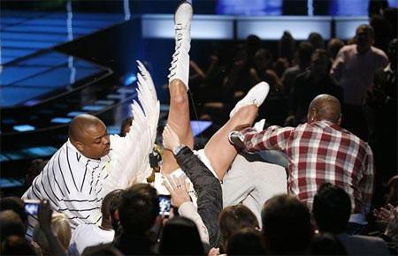 MTV ödül töreninde skandal