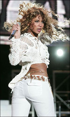 Beyonce sahnede büyülüyor