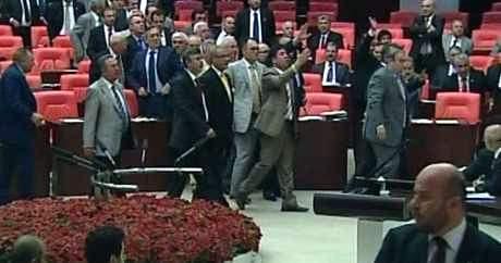 Muhalefet Meclisi karıştırdı