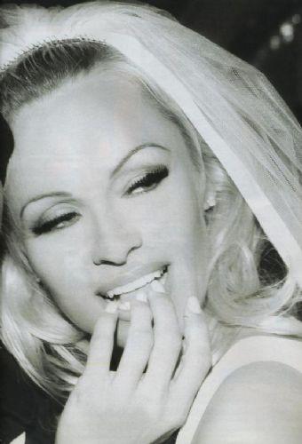 Pamelanın gençlik fotoğrafları
