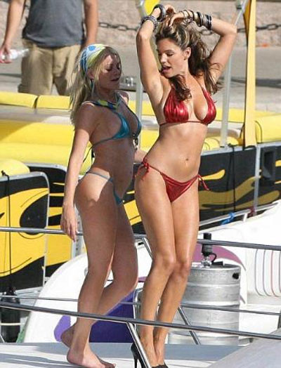 Kelly Brook korku filmi setinde