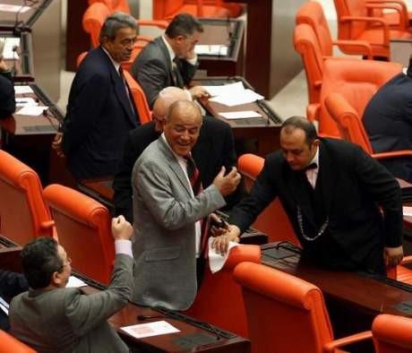 Meclisin çatısı aktı