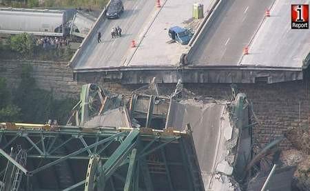 ABDde köprü çöktü, otomobiller nehre uçtu...