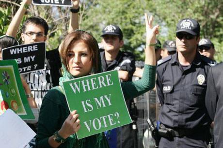 İran ayaklandı !