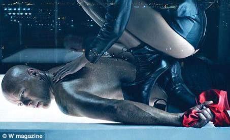 Bruce Willis ve eşindne sado-mazoşist pozlar