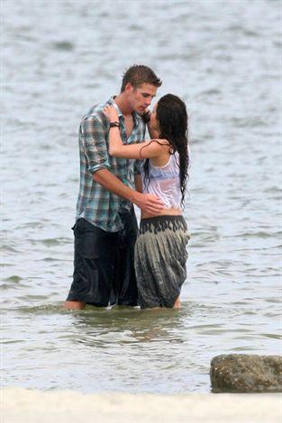 Mileyin skandal yaratan öpücüğü