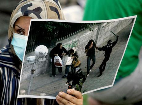 İranda isyan büyüyor !
