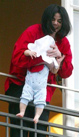 Michael Jackson ölmedi mi ?