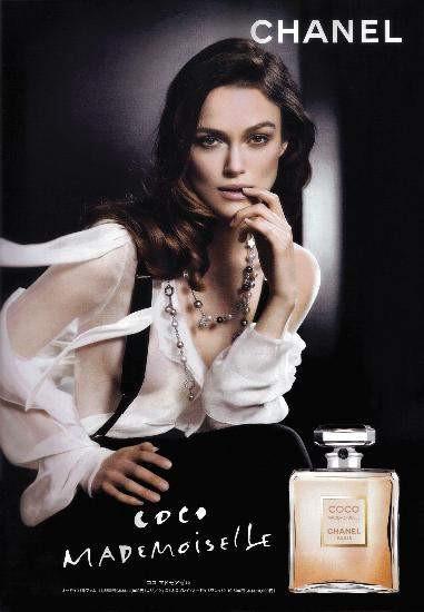 Keira parfüm reklamında üstsüz!