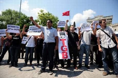 Erdoğana protestoların gölgesinde fahri doktora !