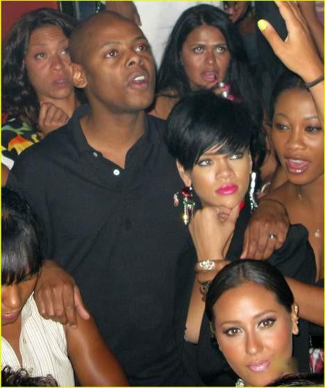 Rihanna kimin kollarında?