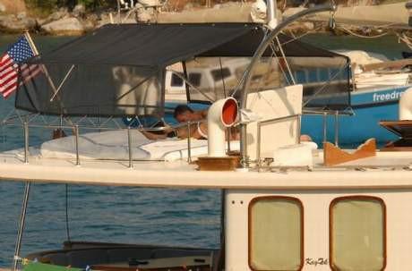 Teknede aşk öpücüğü