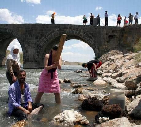 Moldovalı Diana yün yıkadı