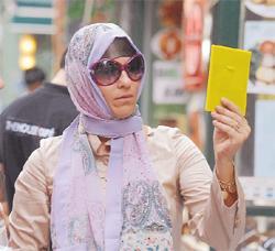 Fatihte mini giydi, Nişantaşında Türban taktı