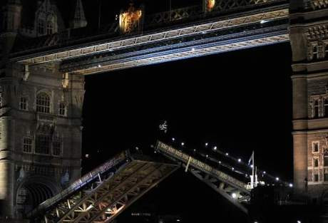 Bu köprüden atlamak cesaret ister