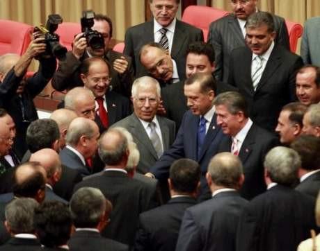 Bahçeli Erdoğanın elini sıktı mı, sıkmadı mı ?