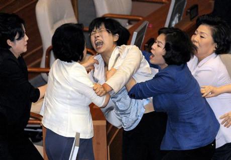 Bu Mecliste kavga eksik olmuyor