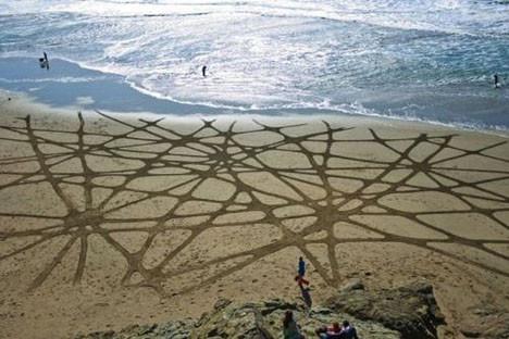 Kumdan sanat eserleri yapıyor