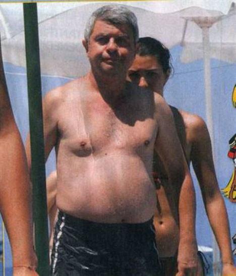 Bikinili Tuba'ya baba koruması
