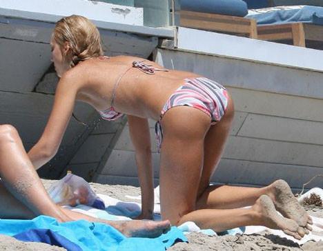 Jessicadan bikinili şov