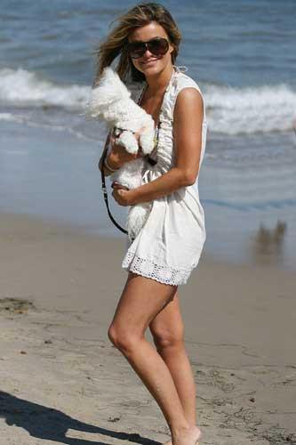 Carmen Electra bikinileriyle hava attı