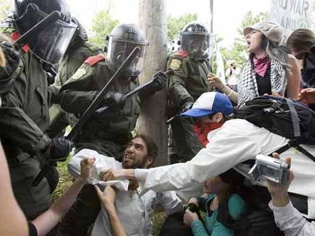 Kanada'da savaş gibi protesto