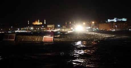 Karaköy İskelesi yok oluyor