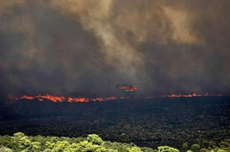 Atina yakınlarında büyük yangın