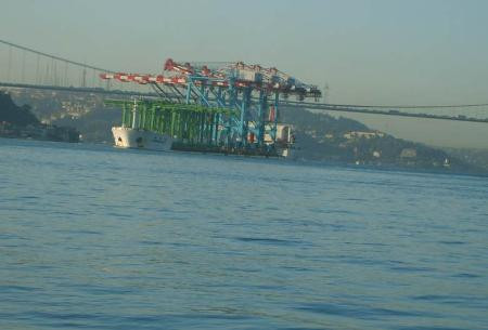 Köprüyü teğet geçti !