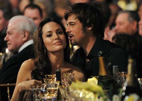 Angelina restini çekti