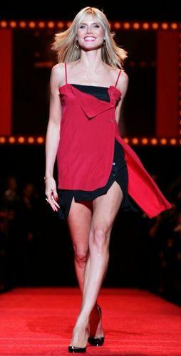 Heidi Klum podyumda