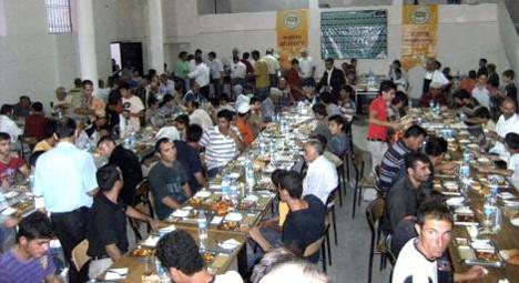 Mardinde iftar yemeği verdi