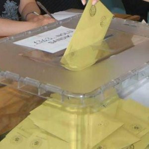 AK Parti'de 2, CHP'de 1 isim adaylıktan çekildi