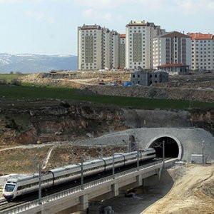 Hızlı tren tüneli üstüne TOKİ kondu