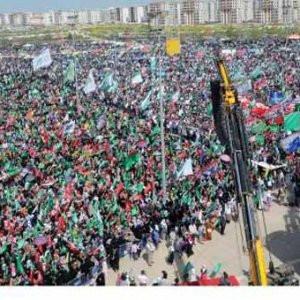On binlerce kişi toplandı !