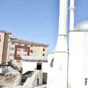 AK Partili belediye cami duvarını yıktı !