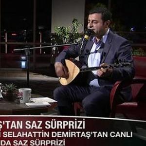 Demirtaş canlı yayında türkü söyledi