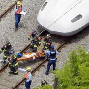 Trenin içinde kendisini yaktı !