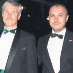 Eşcinsel başkonsolos ve Türk eşinden ilk ağırlama