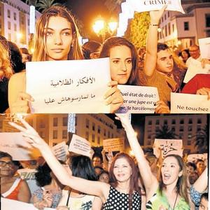 Kadınlar ''dar etek davası'' için ayakta !